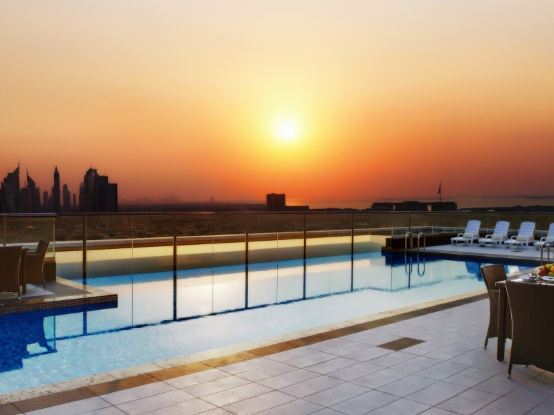 swimming pool sunset 800x600