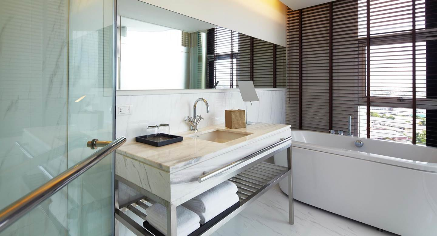 Anantara_Sathorn_Bangkok_2bedroom_bathroom_1920x1037