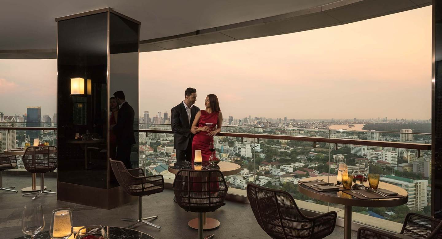z Anantara_Sathorn_Bangkok_ZOOM_Sky_Lounge_Romantic_Couple_02_1920x1037