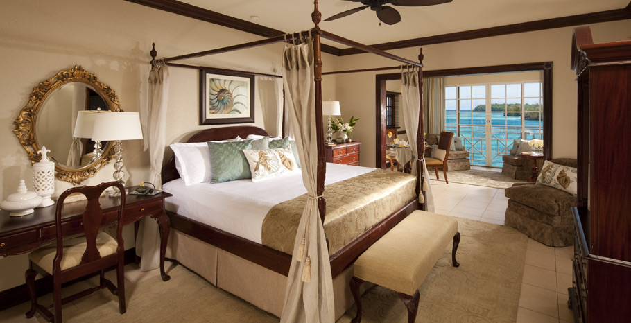 Royal Monarch Oceanfront Butler Suite   LR   1