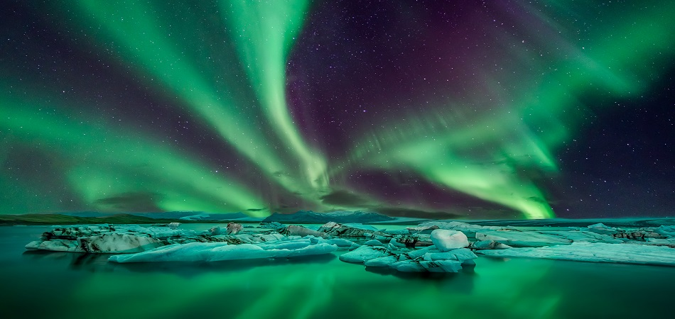 Iceland Northern Lights_527458129